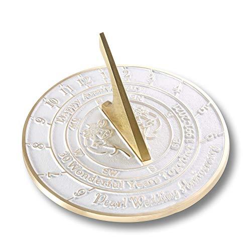 The Metal Foundry Reloj de sol para aniversario de boda de 30 perlas de 2021, de latón reciclado, ideal como regalo para él, ella, padres, abuelos o pareja en 30 años de matrimonio.