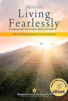 Living Fearlessly: Bringing Out Your Inner Soul Strength by [Paramahansa  Yogananda]