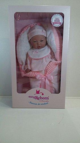 Muñeca bebé Marca GUCA Modelo 10046 de la línea Baby Reborn, Africana, con Traje y Manto Rosa, de 46cm