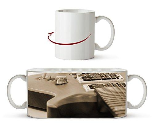 Nahaufnahme einer Gitarre Effekt: Sepia als Motivetasse 300ml, aus Keramik weiß, wunderbar als Geschenkidee oder ihre neue Lieblingstasse.