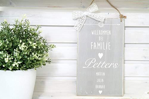 """Besonderes Türschild mit Namen aus Holz - Grau mit weißem Schriftzug\""""Willkommen bei Familie\"""", Familienschild, Personalisiertes Geschenk"""