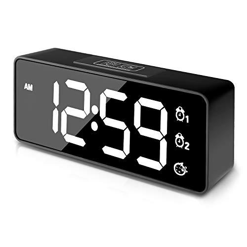 Sveglia Digitale Schermo LED con display a specchio DIMMER e SNOOZE,Volume allarme a 3 livelli Opzionale,Display a cifre grandi Bedside Orologio da tavolo con USB Port,Operazione semplice(Nero)