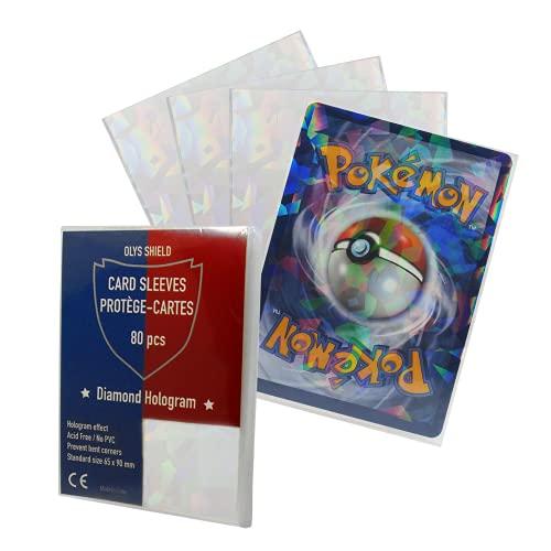 OLYS Pochette Protège Carte Ajusté Taille Carte Pokemon - 2 en 1 - Effet Brillant et Transparent - Hologramme diamant - Lot de 80 Protege Cartes - Protection pour trading game cards