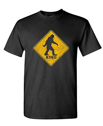 Bigfoot Crossing - Sasquatch Squatchin' Gag - Mens Cotton T-Shirt, L, Black