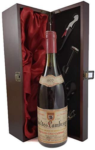 Clos des Lambrays Grand Cru Classe 1977 Heritiers Cosson in einer mit Seide ausgestatetten Geschenkbox, da zu 4 Weinaccessoires, 1 x 750ml
