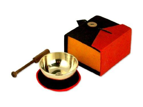 Miniklangschale in bunter Geschenkbox, inkl. schwarzer Unterlage sowie einem Holzklöppel -5078- (schwarz/rot)
