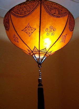 Orientalische Lampe Pendelleuchte Hängeleuchte Anadil orange 49cm Groß | Marokkanische Lederlampe Hennalampe Leuchte mit Henna | Orient Lampen für Wohnzimmer Küche oder Hängend über den Esstisch