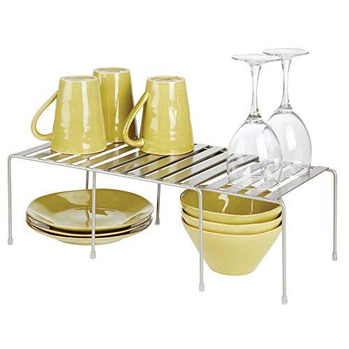 mDesign 2er-Set Regaleinsatz für den Küchenschrank – verstellbare Geschirrablage aus Metall für mehr Abstellfläche – rutschfester Schrankeinsatz zum Ausziehen – mattsilberfarben