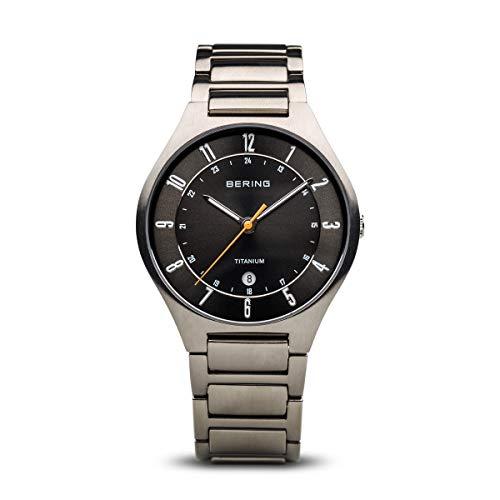 BERING Herren Analog Quarz Titanium Collection Armbanduhr mit Titan Armband und Saphirglas 11739-772