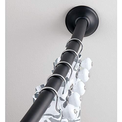 mDesign Duschvorhangstange gebogen – Flexible Duschvorhanghalterung zur Wandmontage – Teleskop Duschstange 104 bis 183 cm – Mattschwarz