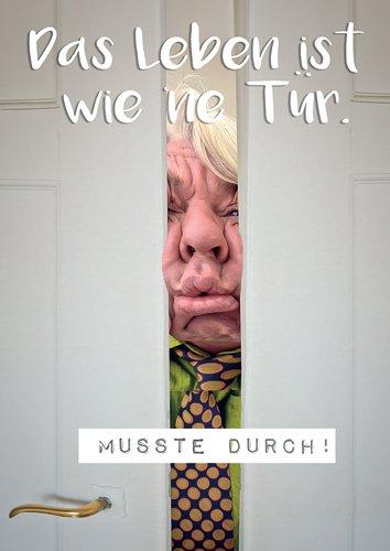 Postkarte A6 +++ LUSTIG von modern times +++ MUSSTE DURCH +++ UPART © BAYER, Thomas