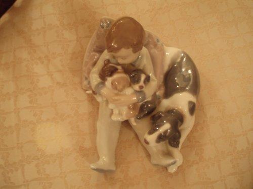 Lladro Figurine, 1535 Sweet Dreams, Little boy and dogs sleeping