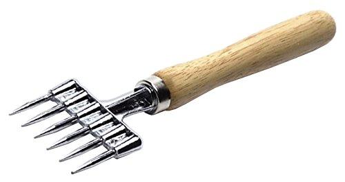 Eiszerkleinerer, hochglanzverzinnt, mit hellem lackierten Holzgriff und sechs Zinken / Länge: 23,5 cm, Breite: 6,3 cm | ERK