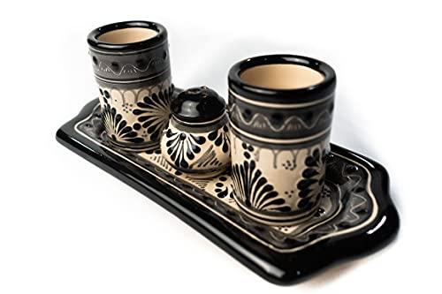Tequileros con salero y base, fabricado a mano en talavera, en tonos negros con beige - Luna Mexicana-