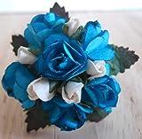 1/12ème échelle Maison de poupées Fabriqué à la main Victorienne Mariage Posy Roses bleues et blanches (faites avec des roses de papier)