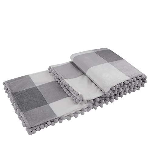 PiccoCasa Karierte Decke Tagesdecke Wohn- und Kuscheldecke 130x150cm Wolldecke Große Decke mit Pompons als Sofadecke/Couchdecke GrauundWeiß