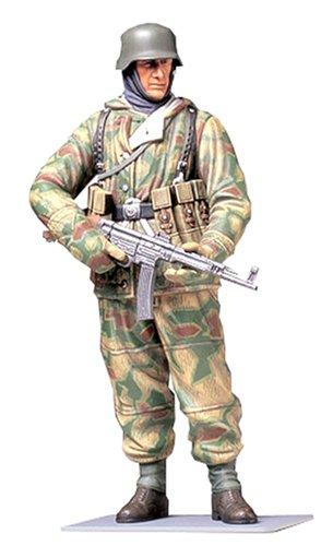 タミヤ 1/16 ワールドフィギュアシリーズ No.04 ドイツ陸軍 冬期装備歩兵 防寒戦闘服 プラモデル 36304