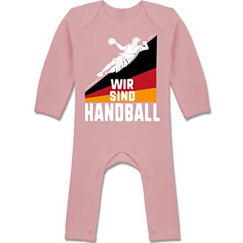 Shirtracer Handball WM 2021 Baby - Wir sind Handball! Deutschland - 12/18 Monate - Babyrosa - Statement - BZ13 - Baby-Body Langarm für Jungen und Mädchen