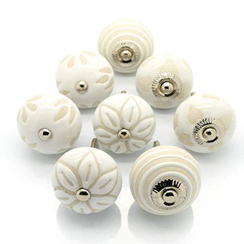 Pushka Home Satz von 8 Keramik Creme Weiß Beige Schrank Türgriffe. Packung zu 8 X 40 mm Vintage Stil Schablone Griffe Mische. Passend für Türen bis 27mm. Im Lieferumfang Silber Befestigungen. für