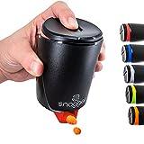 snagger - Der Snackspender // saubere Hände beim snacken // geeignet für Erdnüsse, NicNacs, uvm // perfekt für Gamer, im Homeoffice, als Geschenk // BPA-frei // Made in Germany (schwarz-rot)