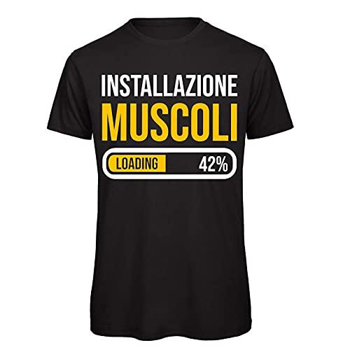 CHEMAGLIETTE! T-Shirt Divertente Uomo Maglietta Frase Simpatica Palestra Installazione Muscoli Tuned, Nero, XXL