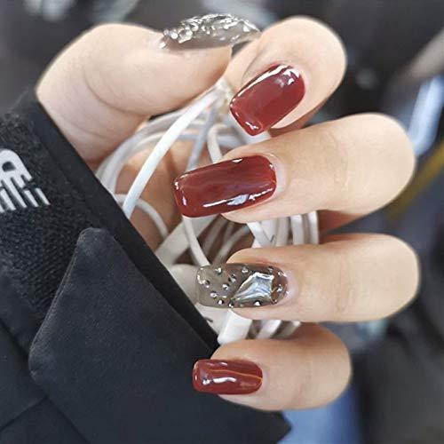 Lot de 24 faux ongles rouges à travers noirs en losange avec finition diamant décoré - Longues mains blanches à tête carrée