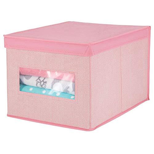 mDesign stapelbare Aufbewahrungsbox aus Kunstfaser für Schrank, Schlafzimmer usw. – große Ordnungsbox mit Deckel und Sichtfenster zur Kleideraufbewahrung – pink