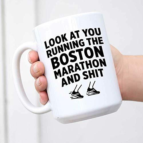 Divertida taza de café, Boston Marathon Mug Look at You Running The Boston Marathon Gift Marathon Runner, taza de té, taza de café, taza de café de 325 ml, regalo para mujeres y hombres