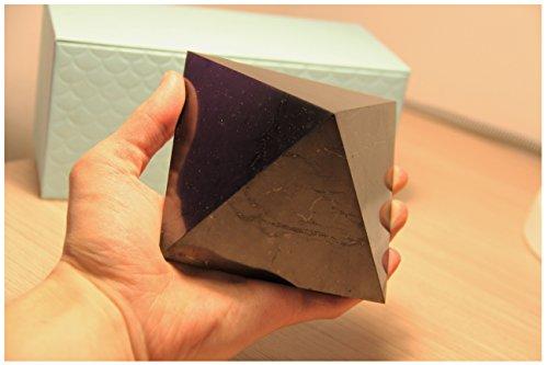 Karelian Heritage Echte Schungit-Pyramide, hochschützende Heilkristall-Pyramide (10 cm (3,94 Zoll), poliert) PP08