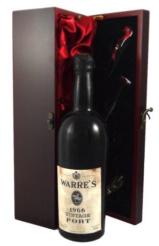 Warre Vintage Port 1966 en una caja de regalo forrada de seda con cuatro accesorios de vino, 1 x 750ml