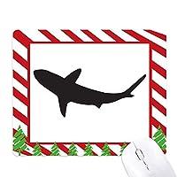 海洋サメは獰猛な魚のシルエット ゴムクリスマスキャンディマウスパッド