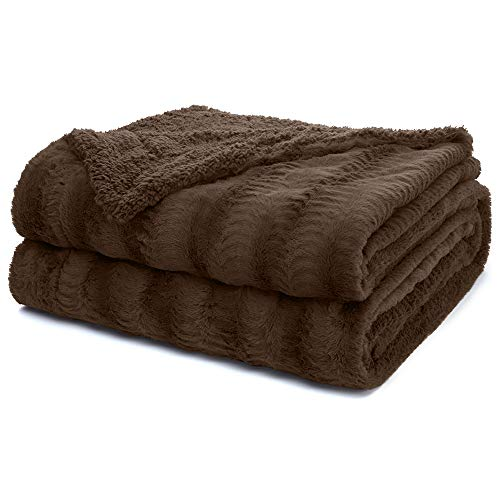 The Connecticut Home Company Soft Faux Fur Throw Blanket, Queen or Full Bed, 90x90, Fluffy Large Luxury Reversible Blankets, Fuzzy Washable Throws for Couch, Sofa, Beds, Home Bedroom Decor, Brown