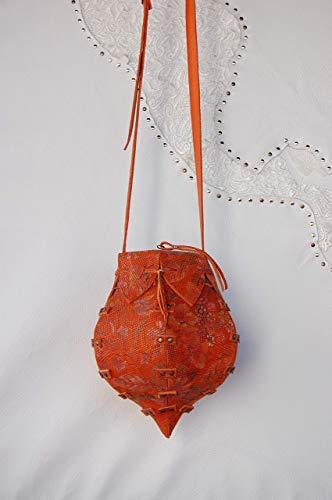 Bag. Bolso Bombonera en Piel de Ternera de color Naranja con Gravado en serpiente y estampado de Flores. Modelo; Pompadul Escamas.