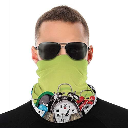 Cubierta facial, polaina para el cuello, un grupo de relojes de alarma en el suelo de madera impresión digital nostálgico diseño impreso, pasamontañas, bufanda