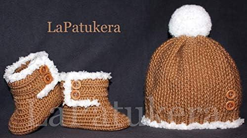 Conjunto de Patucos para bebé de crochet, Unisex. Estilo Canadá, con gorro a juego, de color Camel, realizados en lana, tallas de 0 hasta 9 meses, hechos a mano en España. Regalo para bebé.