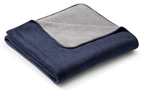 biederlack® samtig-weiche Kuschel-Decke aus Baumwolle & Dralon I Made in Germany I Öko-Tex I nachhaltig produziert I Couch-Decke Double Optic in Marine-Graphit I Sofa-Decke in 150x200 cm