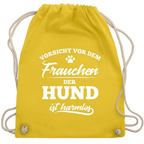 Shirtracer Hunde - Vorsicht vor dem Frauchen der Hund ist harmlos - Unisize - Gelb - beutel rucksack spruch lustig - WM110 - Turnbeutel und Stoffbeutel aus Baumwolle