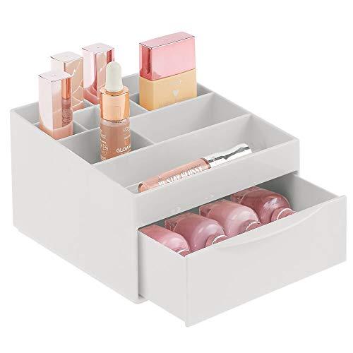 mDesign Make-up Organizer fürs Badezimmer oder den Schminktisch – Beauty Organizer aus Kunststoff – Kosmetikaufbewahrung mit 11 Fächern und einer Schublade – hellgrau