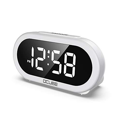 OCUBE LED Digitaler Wecker, Nachttisch mit 5 optionalen Alarmtönen, USB-Anschluss, 0-100% Helligkeitsdimmer, Big Digit Display, Snooze, einstellbare Alarmlautstärke, Netzstromversorgung