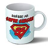 Planetacase Taza Suegra - Aquí Bebe Una Super Suegra - Regalo Original Suegras Supersuegra Familia Taza Desayuno Café Ceramica 330 mL