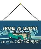 Generisch Targa in Metallo 20 x 30 cm bombata con Cordoncino Home is Where We Park Our Camper Camping Decorazione Regalo Cartello Tin Sign
