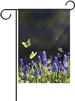 フラッグ 日光の自然な春の開花メドウズラベンダーと黄色の蝶ライトスポットガーデンフラッグバナー屋外ホームガーデンフラワーポットの装飾のための 30 x 45cm