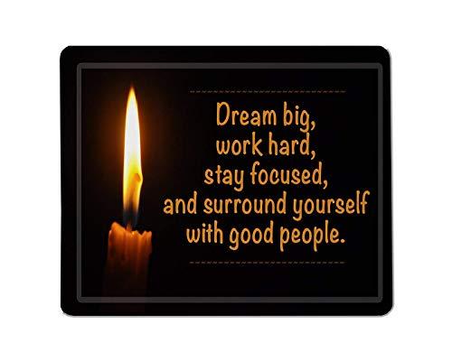 Motivationserklärung rechteckiges rutschfestes Mauspad inspirierendes motivierendes Zitat der Kerze mit Flamme im dunklen Hintergrund. Gaming-Mauspad