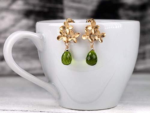 Edelstein-Ohrringe grün-gold, Blüten-Ohrstecker matt-vergoldet, grüner Peridot-Tropfen, Geschenk für Sie, außergewöhnlicher Edelstein-Schmuck
