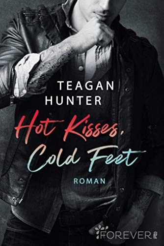 Hot Kisses, Cold Feet: Roman (College Love 3)