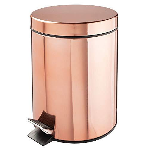 mDesign Tretmülleimer – 5 L Mülleimer aus Metall mit Pedal, Deckel und Kunststoffeinsatz – perfekt als Kosmetikeimer oder Papierkorb für Bad, Küche, Büro etc. – rotgold
