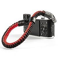 カメラリストストラップ ハンドストラップ ハンドグリップ ベルト リストストラップ 長さ調整可能18-25cm 落下防止 一眼レフ/ミラーレス/コンパクトカメラ用 Sonyなど用 a6400/a6000/a6300/a6500/X100F/X-T30/X-T20/X-T3/X-T2/X100S/X100T/E-M10III/E-M10 II/PEN-Fなど用 クライミングロープ製 (レッド)