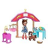 Enchantimals Coffret La Nurserie de la Ferme, Mini-poupée Haydie Jument, Figurine Animale Trotteur et + de 10 accessoires, jouet enfant, GJX23