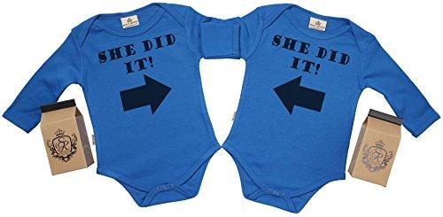 Spoilt Rotten SR - Milchtüte Geschenkbox - She Did It & She Did It Baby Zwillinge Strampler - Strampelanzug - 100% ökologisch - Baby Zwillinge Geschenkset, Blau, 0-6 Monate