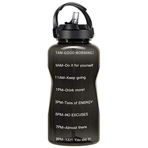 QuiFit BPA Freiem 3.8L/2L Strohhalm Wasserflasche Mit aufgedruckter Trinkermutigung Handgriff Große Drinkflasche XL Fitness Gym Sport Kunststoff Trinkflasche (schwarz, 2 L)